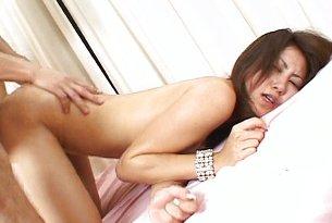 Seksowna japońska brunetka