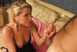 Aktorka porno wraca do biznesu