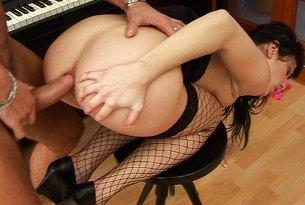 Sex instruktorem nauki gry na pianinie