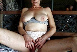 Duża łechtaczka dojrzałej kobiety