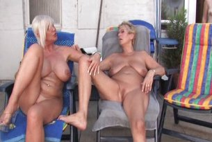 Lesbijski tójkącik dojrzałych kobiet